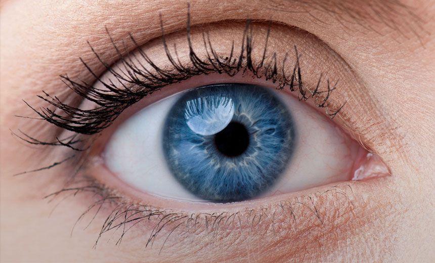 Nháy mắt trái, phải có điềm gì? Bói nháy mắt trái, phải theo giờ 7